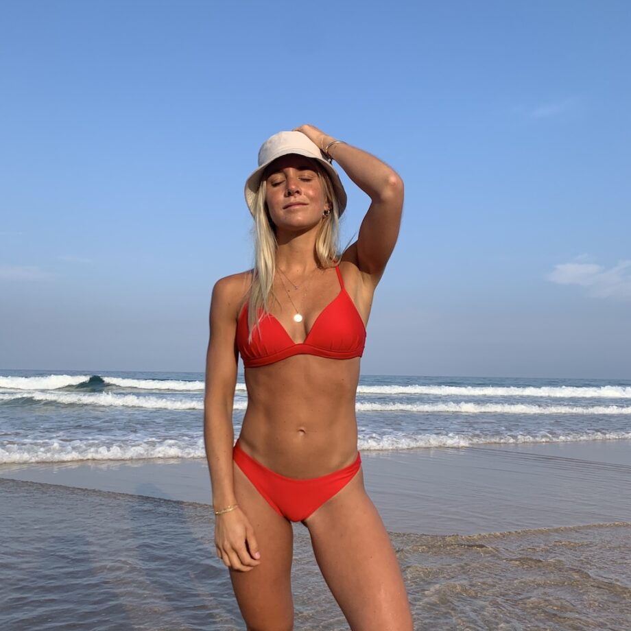 Cup bikini top Giny and High waist bikini bottom London in red